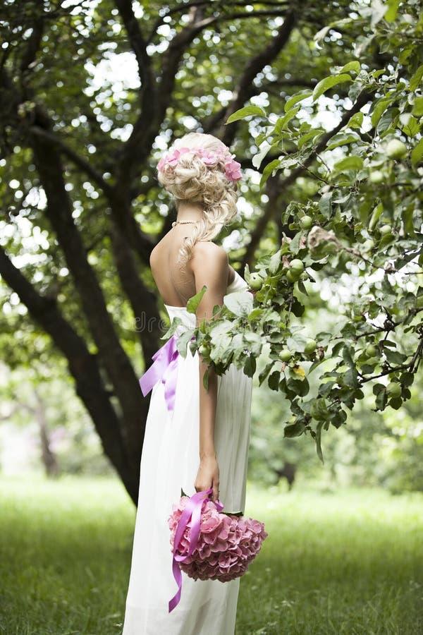 Wedding, счастливый молодой человек и праздновать женщины стоковая фотография