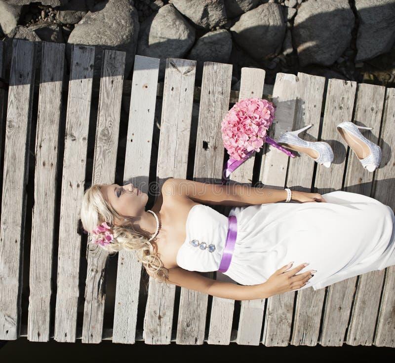 Wedding, счастливый молодой человек и праздновать женщины стоковое изображение rf