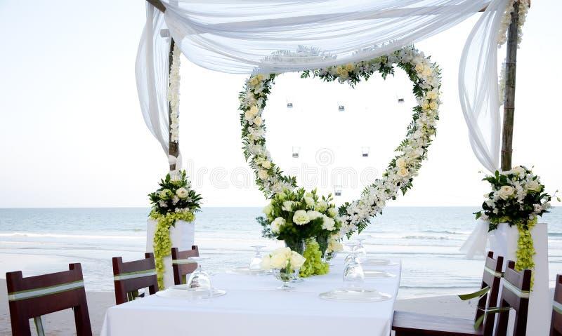 Wedding auf dem Strand lizenzfreie stockbilder