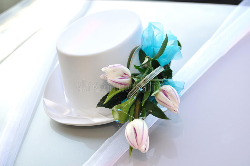 WEDDING BOUQET. Of tulips on on hat white car royalty free stock image