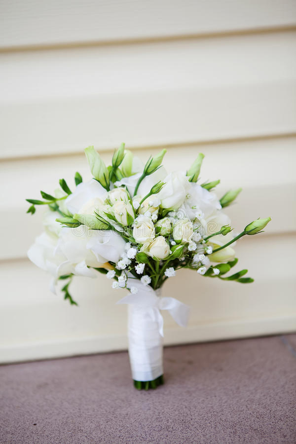 Download Wedding bouquet stock image. Image of elegance, outdoors - 26606389