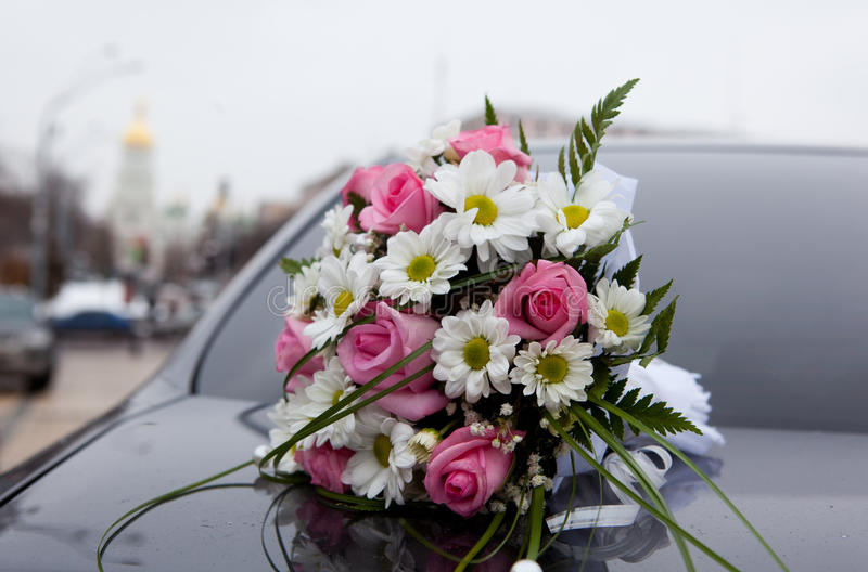 Download Wedding Bouquet, Background A Church Stock Images - Image: 18913174