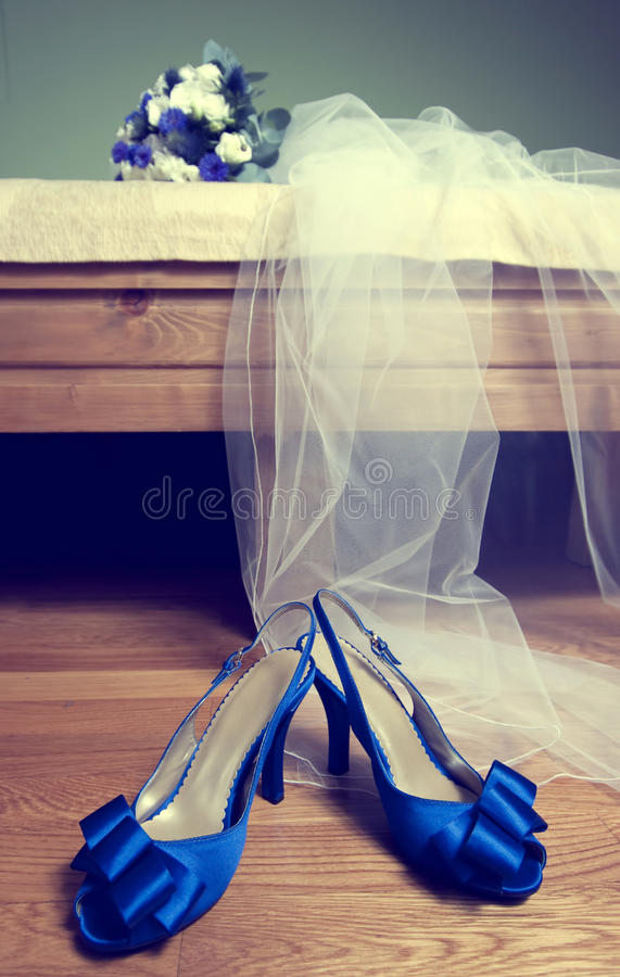 Download Wedding Bouquet And Bride's Shoes Stock Image - Image: 21270115