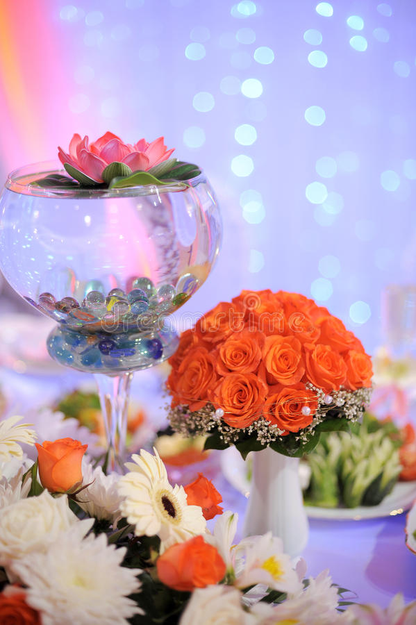 Download Wedding Bouquet On Table Royalty Free Stock Photos - Image: 29157188