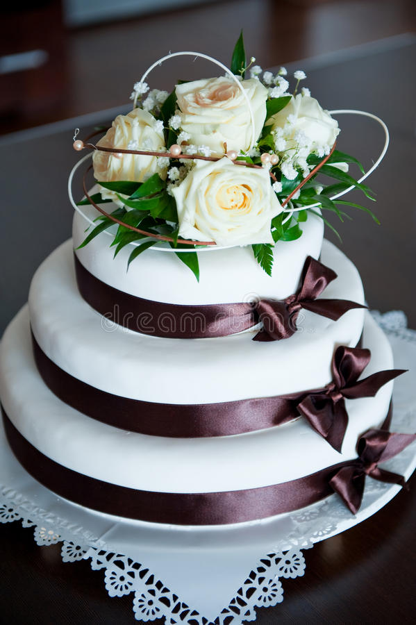 Wedding cake. Decorated with white rosses bouquet stock images