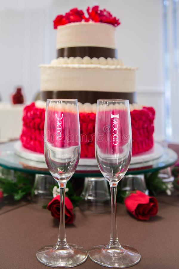 Wedding cake and champagne glasses royalty free stock photo