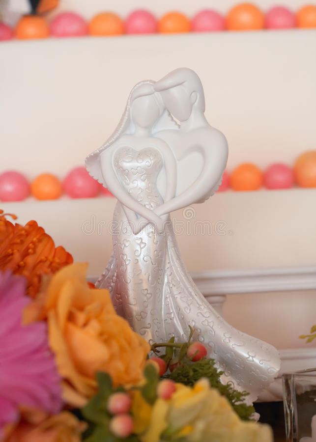 Download Wedding Cake Figurines Royalty Free Stock Images - Image: 17733379