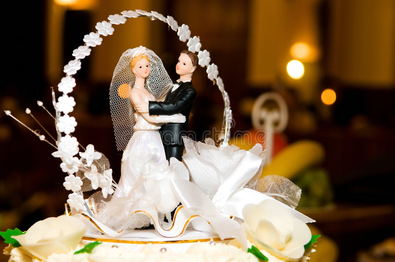 Wedding cake figurines. Figurines of bride and groom on a wedding cake royalty free stock photo