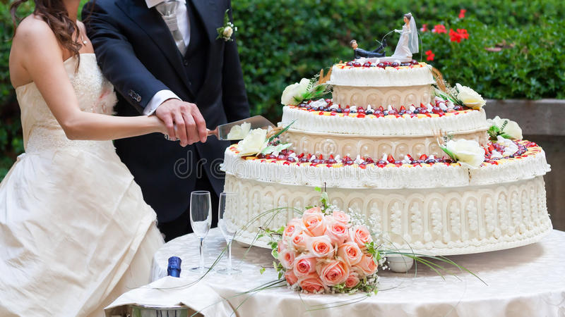 cut wedding cake royalty free stock photography