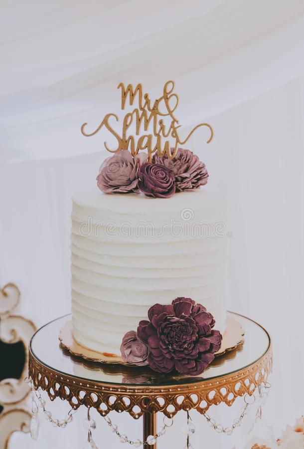 Free Wedding Cake With Mr. And Mrs. Topper Royalty Free Stock Photography - 167022047