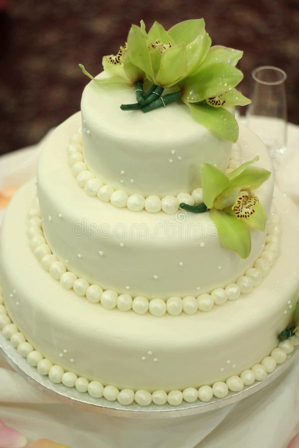 Free Wedding Cake With Orchids Stock Photos - 10197173