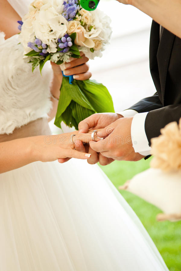 Free Wedding Couple Royalty Free Stock Photography - 26826647