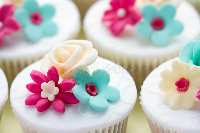 Wedding cupcakes. Decorated in fuchsia and turquoise royalty free stock photos