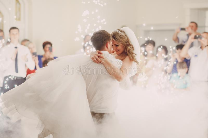 Wedding d'abord la danse photos stock