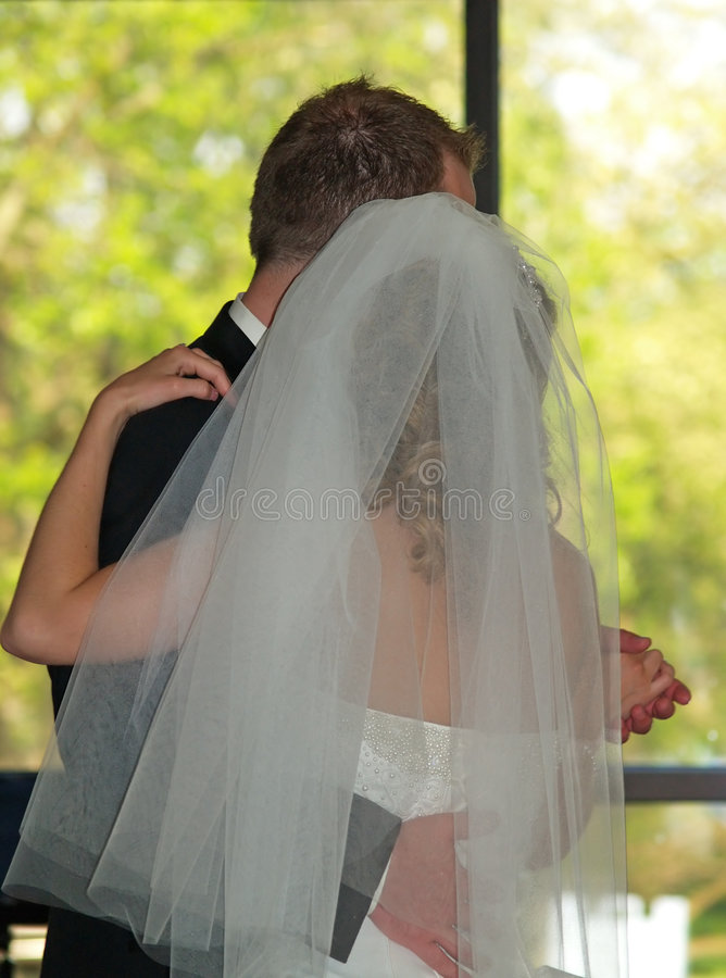 Wedding - dancing dello sposo e della sposa fotografia stock libera da diritti
