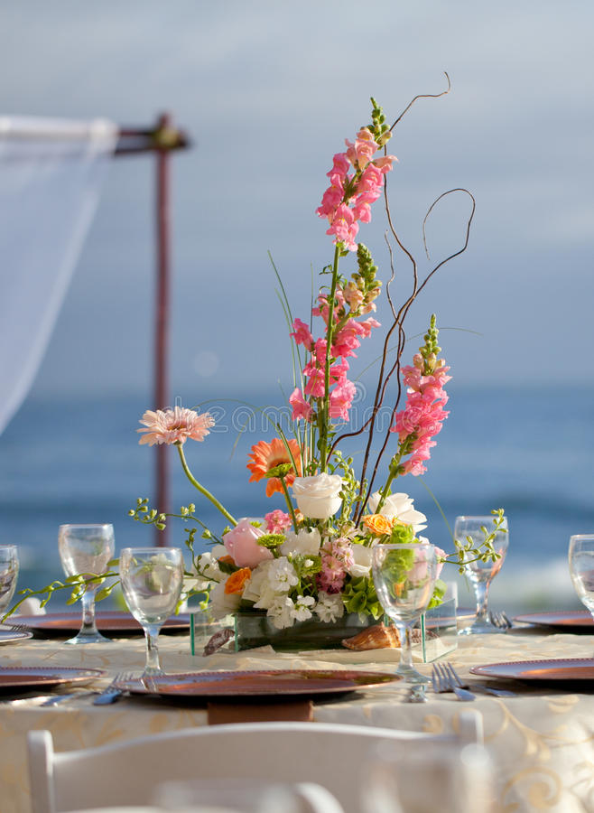 Download Wedding Decor Table Setting And Flowers Stock Photo - Image: 28890796