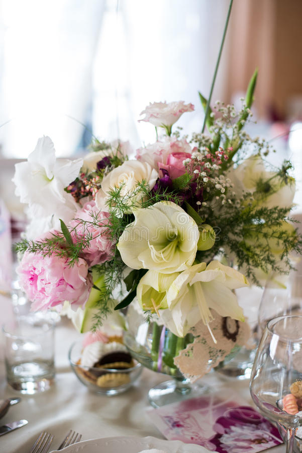 Wedding Decor Table Setting And Flowers Stock Image - Image of ...