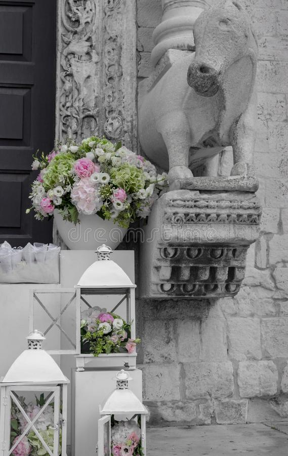 Wedding decoration black and white with colorful elegant bouquet wedding decoration black and white with colorful elegant bouquet white boxes with flowers outside church elegant bouquet with old church statue junglespirit Images