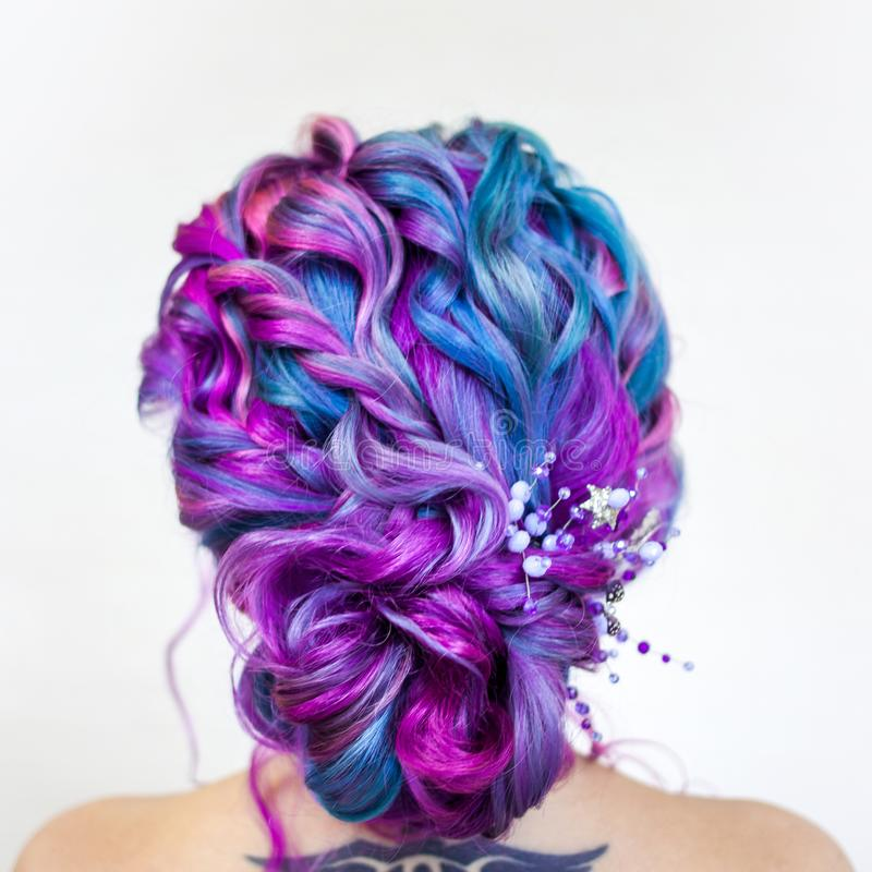 Quirky Wedding Hairstyle: Wedding Hairstyle Of Curls For A Modern And Unusual Bride