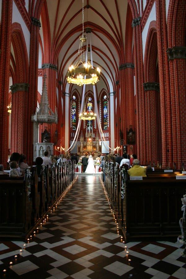 Wedding na igreja fotografia de stock royalty free