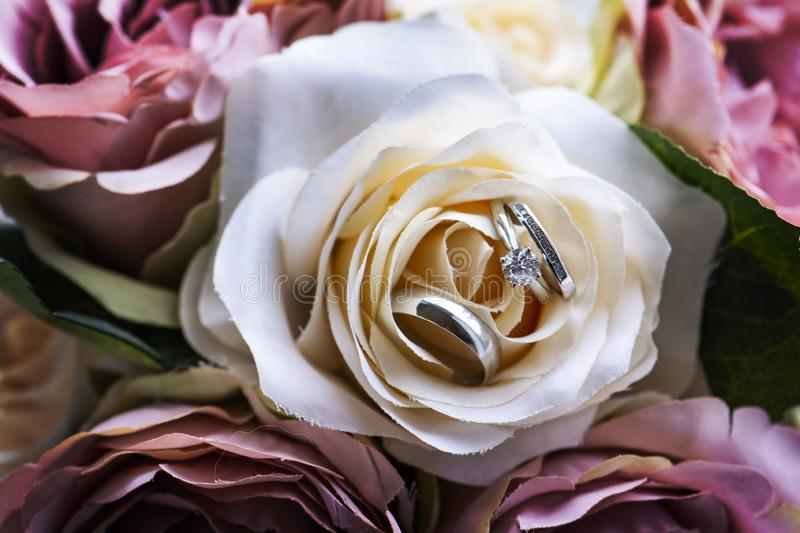 Wedding rings on floral royalty free stock photos