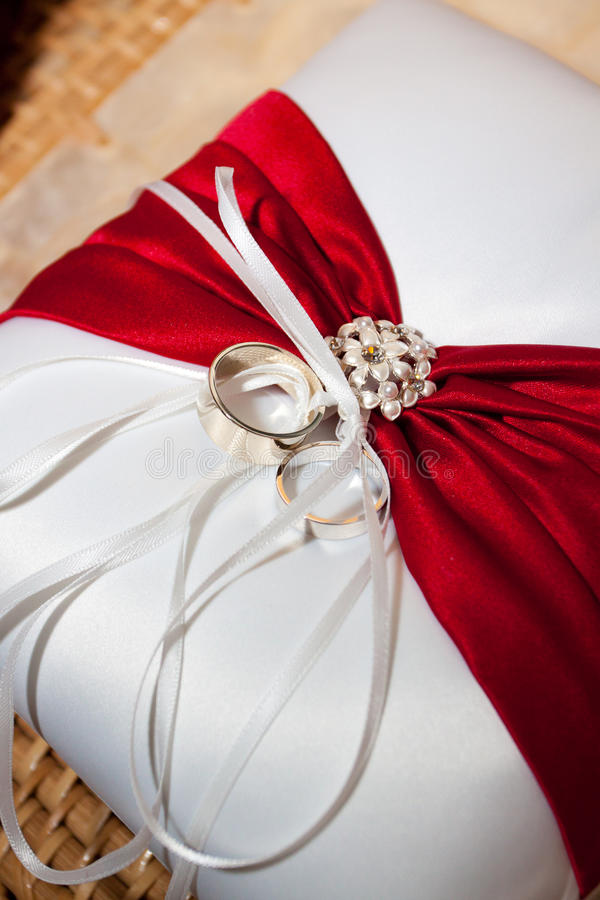 Download Wedding Rings And Pillow Stock Photography - Image: 28152852