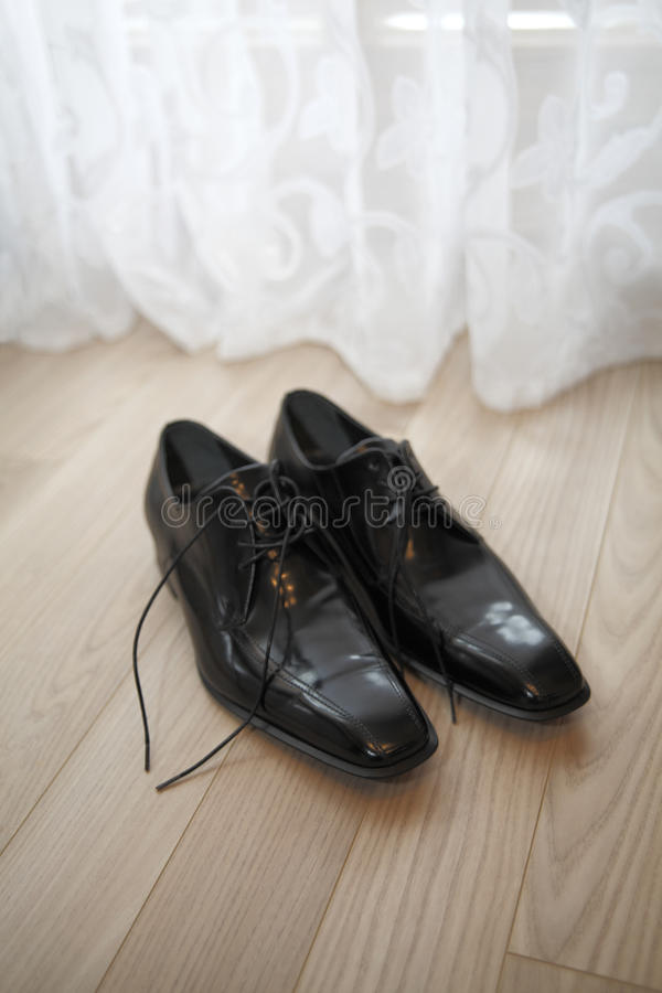 Wedding shoes of the groom royalty free stock photos