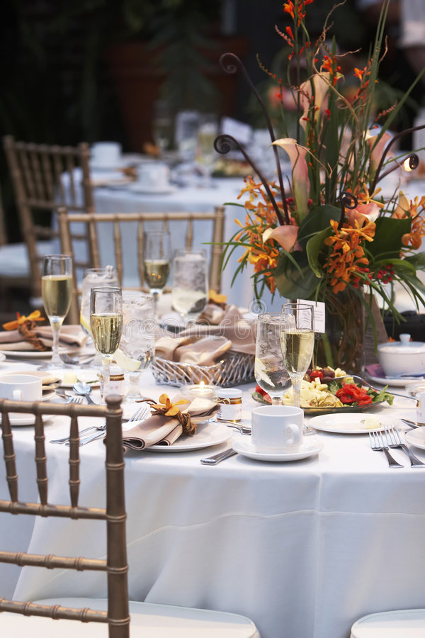 Download Wedding Table With Bouquet Of Flowers Stock Image - Image: 1622337