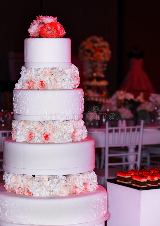 Download Wedding Tier Cake Decorated With Roses Stock Image - Image of decorations, decoration: 65894019