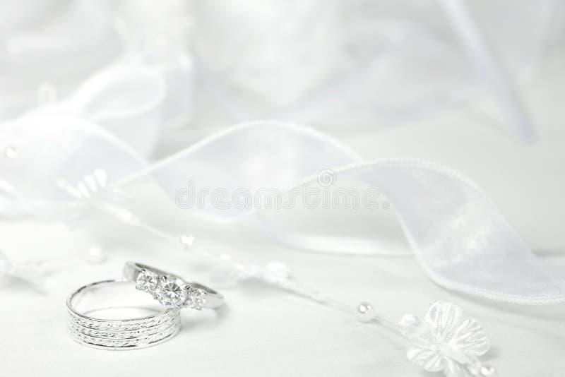 WeddingRings en Kant stock foto