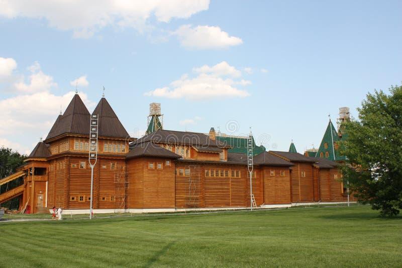 Wederopbouw van de oude Russische houten toren royalty-vrije stock afbeeldingen