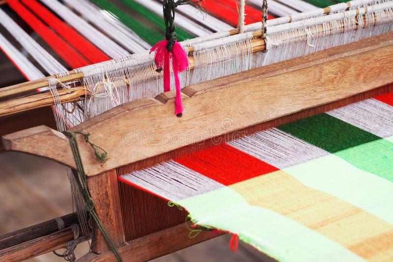 Weefgetouw het weven in Thailand royalty-vrije stock foto's