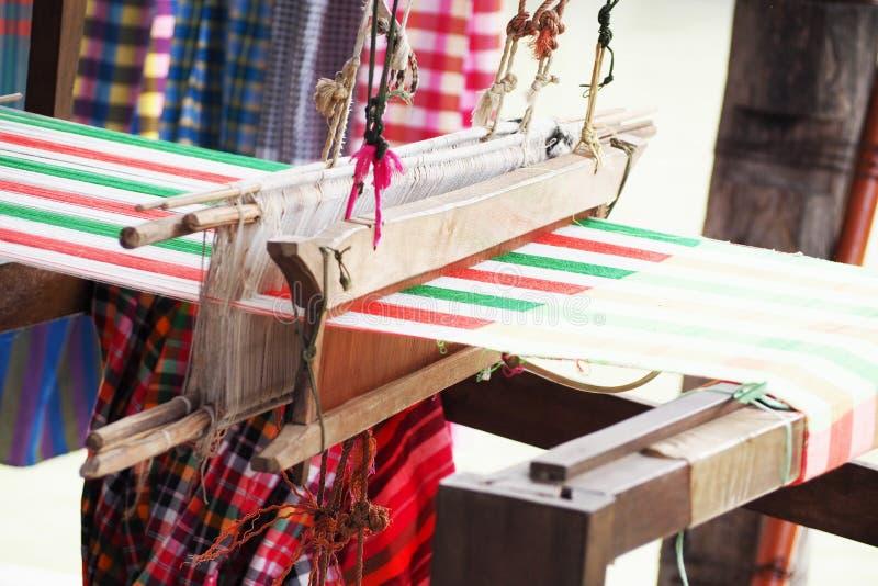 Weefgetouw het weven in Thailand royalty-vrije stock fotografie