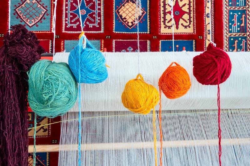 Weefgetouw voor hand wevend tapijt stock foto's