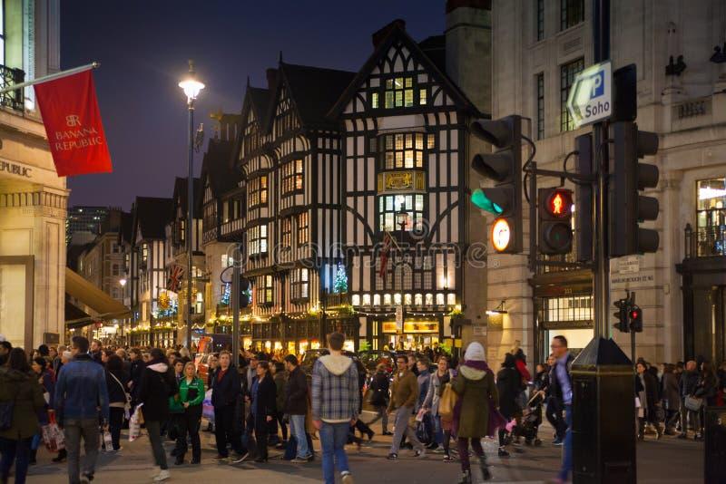 Week-end de Black Friday à Londres la première vente avant Noël Regent Street image stock