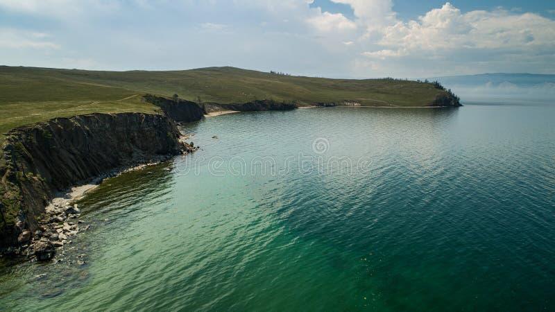 Weergave van heuvels en bergen op Olhon Island, Lake Baikal, Rusland, Aerial royalty-vrije stock foto