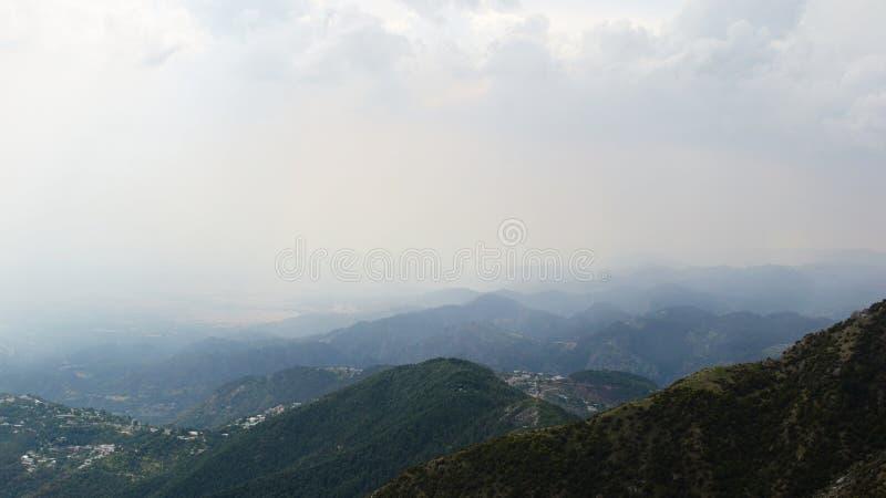 Weergeven aan de vallei van Triund-Heuvel royalty-vrije stock afbeelding