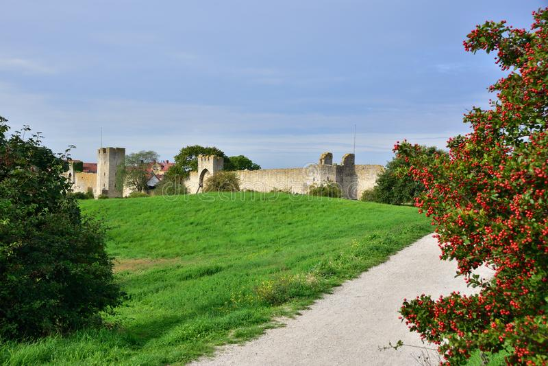Weergeven aan oude stadsmuur bij visby in Gotland stock afbeelding