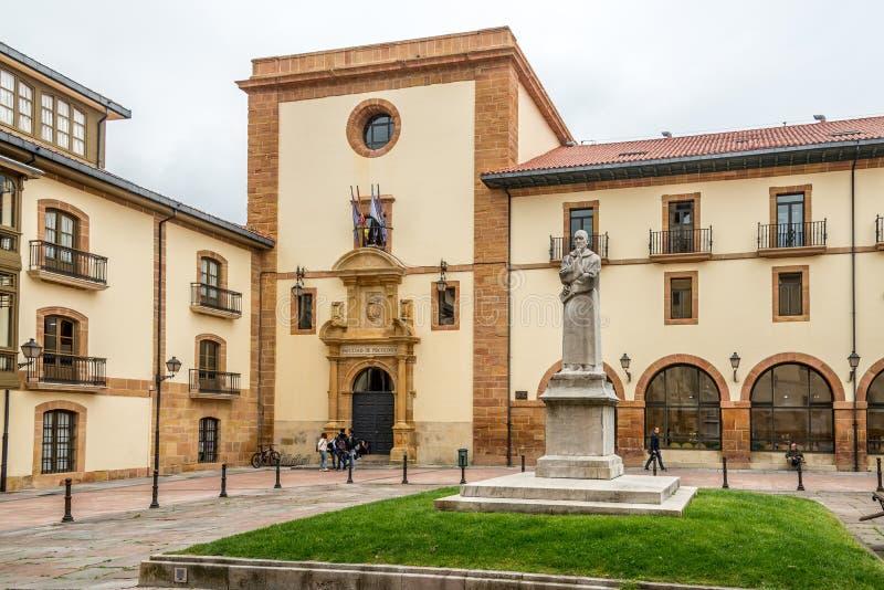 Weergeven bij de Bouw van Universiteit in Oviedo - Spanje stock afbeeldingen