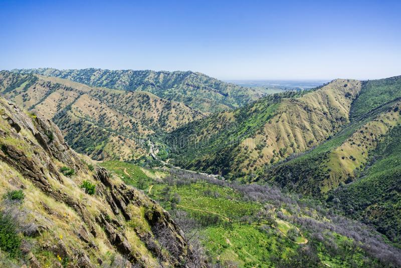 Weergeven naar de weg en de wandelingssleep, de Koude Canion van Stebbins, Napa-Vallei, Californië stock fotografie