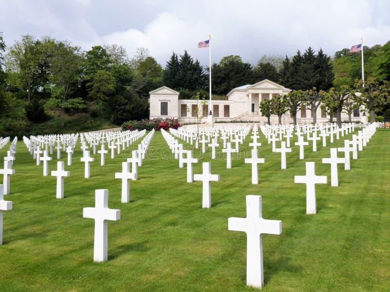 Weergeven onder de Amerikaanse Begraafplaats en het Gedenkteken van Suresnes, Frankrijk, Europa royalty-vrije stock afbeeldingen