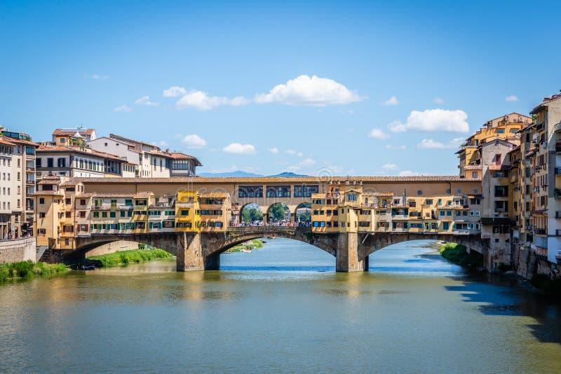 Weergeven op beroemde Ponte Vecchio in oude Italiaanse stad Florence stock fotografie