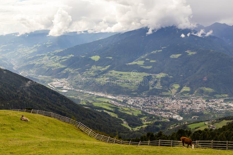 Weergeven op Brixen, Zuid-Tirol, Italië stock afbeelding