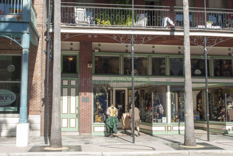 Weergeven op de Franse winkel in het Nationale historische district van de V.S. stock fotografie