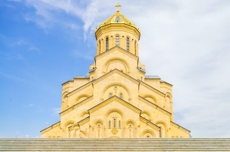 Weergeven op de Heilige Drievuldigheidskathedraal van Tbilisi in Georgië stock foto