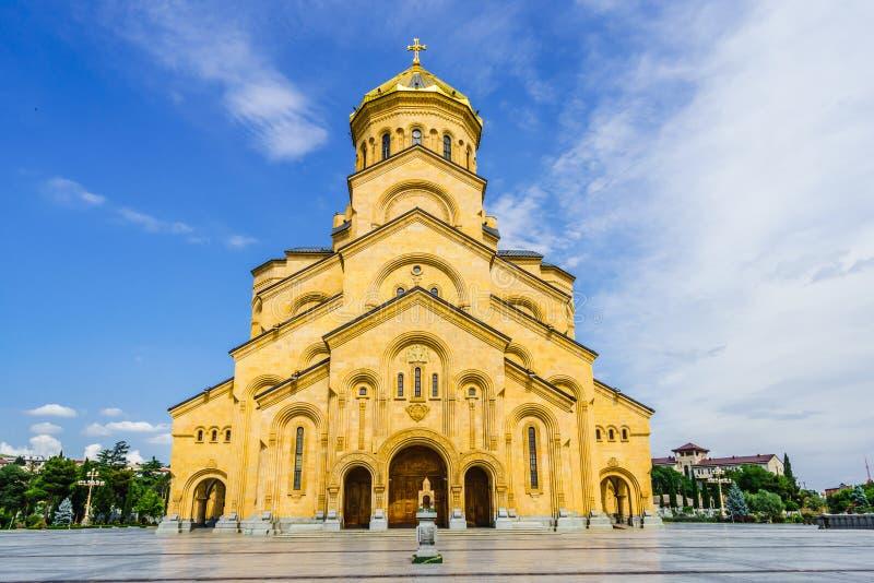 Weergeven op de Heilige Drievuldigheidskathedraal van Tbilisi in Georgië stock afbeeldingen
