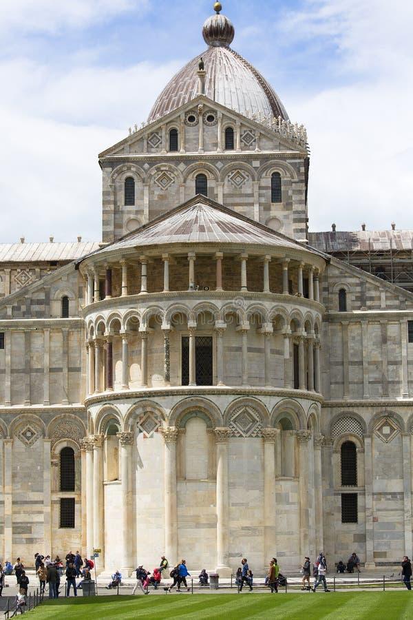 Weergeven op de Kathedraal van Pisa, zonnige dag, Piazza del Duomo, Pisa, Itali? stock fotografie