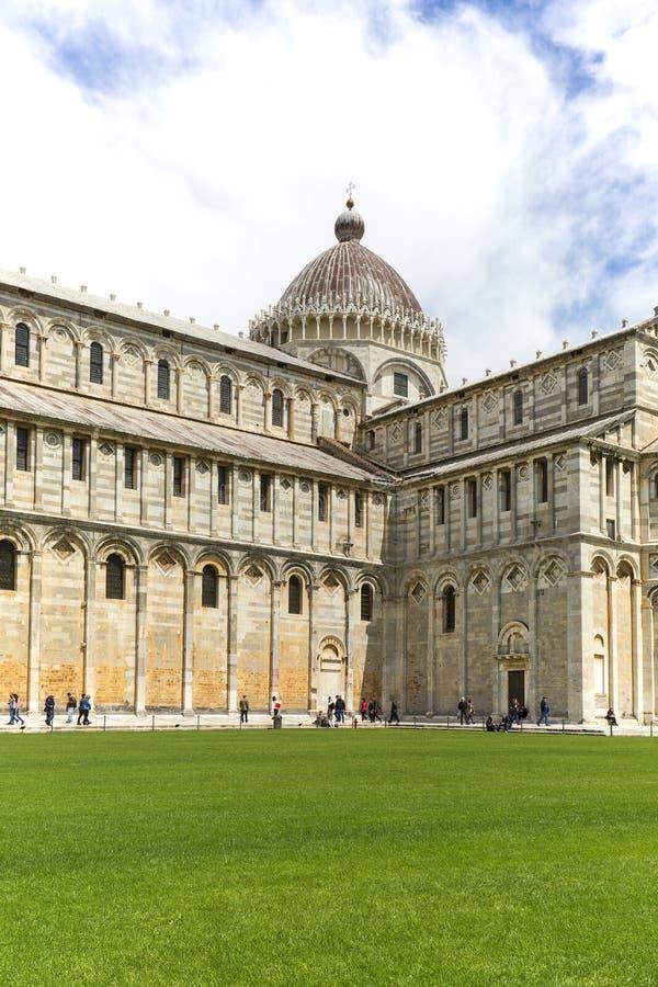 Weergeven op de Kathedraal van Pisa, zonnige dag, Piazza del Duomo, Pisa, Itali? royalty-vrije stock afbeelding
