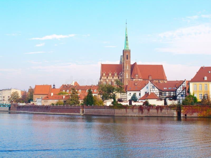 Weergeven op de Kathedraal van St John Doopsgezind in WrocÅ 'aw en rivier Odra royalty-vrije stock foto's