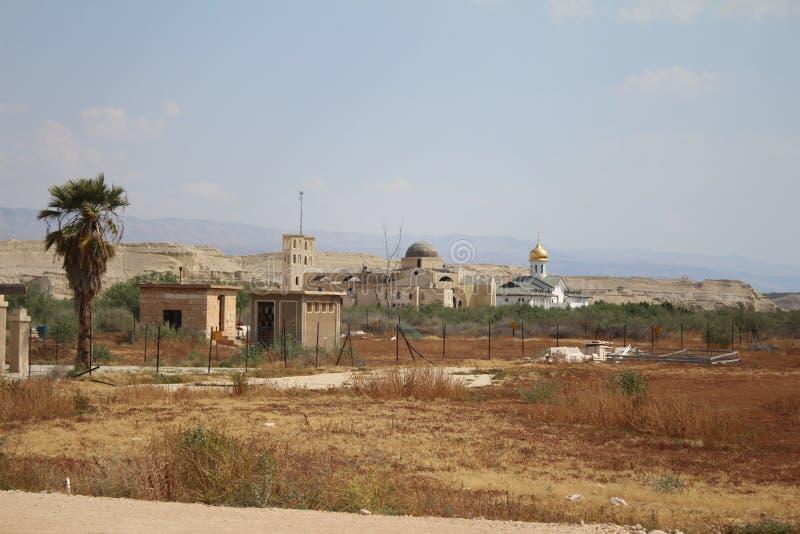Weergeven op de Orthodoxe Christelijke kerken dichtbij de grens, Jordan River, Jericho royalty-vrije stock afbeeldingen